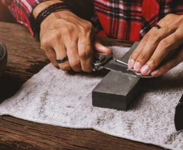 sharpening-a-pocket-knife