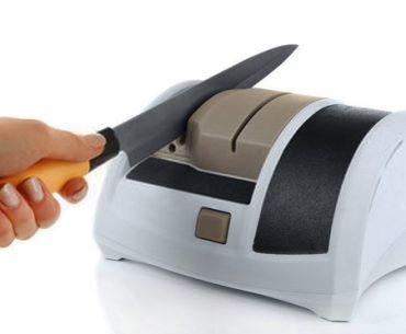 using-electric-knife-sharpener