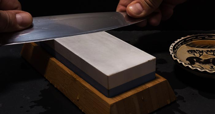 sharpening-blade-with-stone
