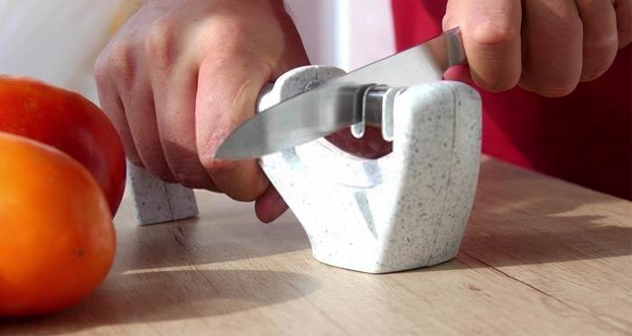 using-a-kitchen-knife-sharpener